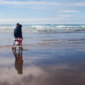 Romantic Couple, Edge of the Pacific Ocean, Horizontal